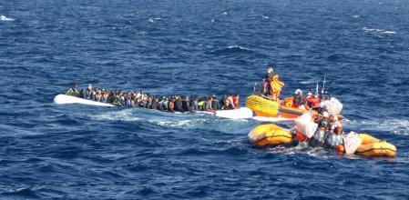 Mueren 40 personas en una patera que partió del Sáhara Occidental rumbo a Canarias.