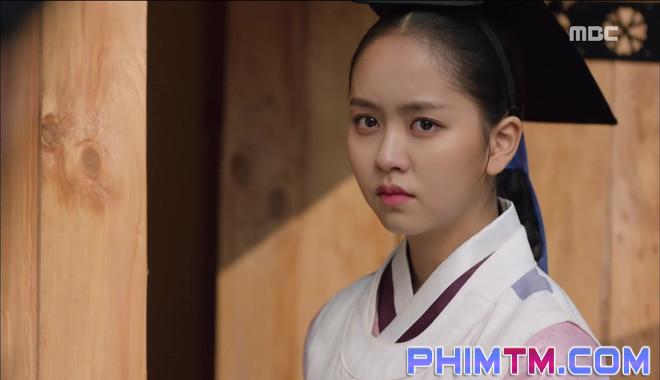 Đố kị với Kim So Hyun, nữ phụ Quân Chủ tự tay xẻo thịt mình - Ảnh 12.