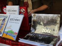 12 Magyar könyveket is árulnak.JPG