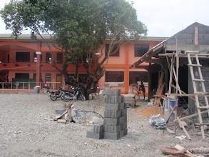 Photo: Mamburaon koulu sekä kanttiini heinäkuussa 2012