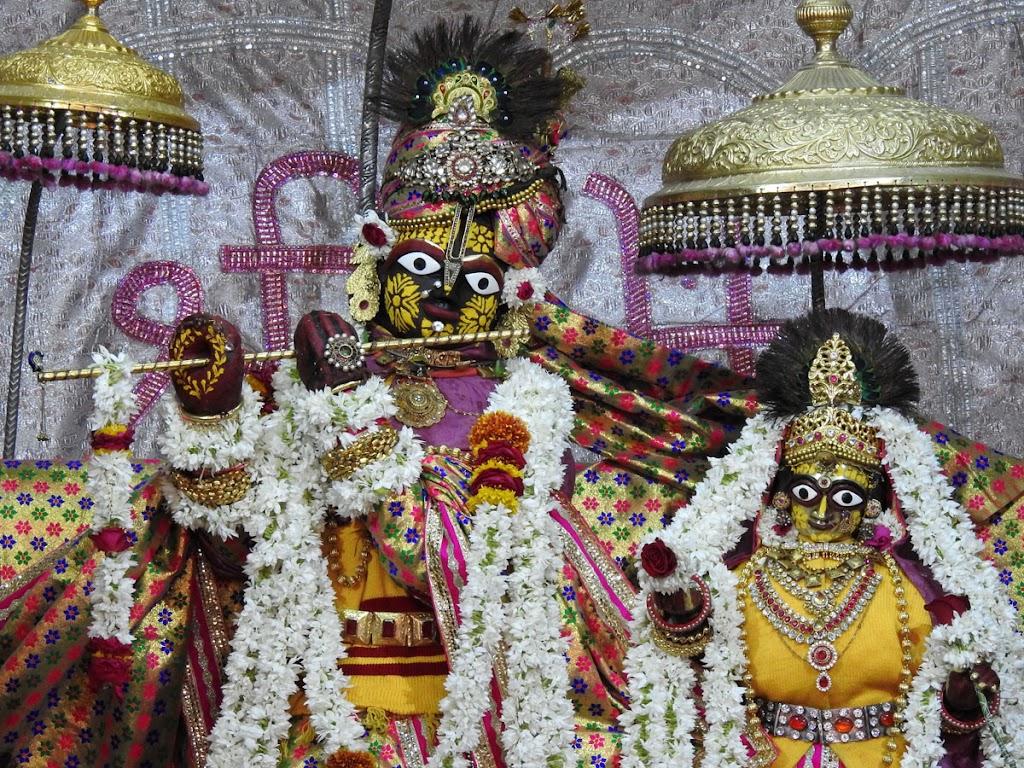 Radha Govind Devji Deity Darshan 10 Jan 2017 (2)