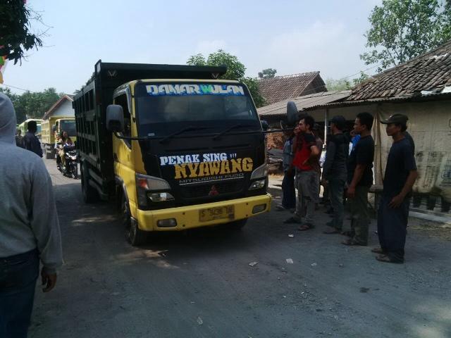 Jalan Desa Rusak, Warga Blokir Akses Galian C