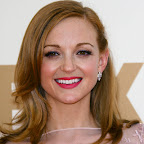 jayma-mays-medium-wavy-layered-red.jpg