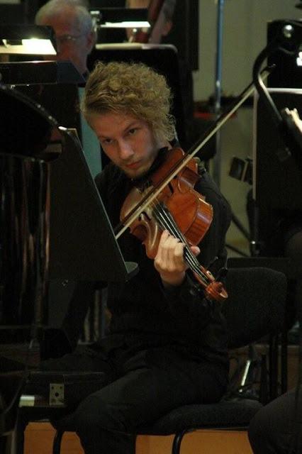 Elever fra Orkesterskolen med Sigurd og Michael Bojesen 7/6 2012 - Symfonien%2BF2012%2B-%2BSigurd%2B%2526%2BMichael%2BB%2B%2528120%2529.jpg