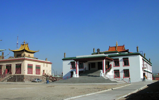 The new Idgaa Choizinling Dratsang building in 2004, Ulaanbaatar, Mongolia. Photo by Ueli Minder. The August 2013 100 Million Mani Retreat took place in the gompa of the building.