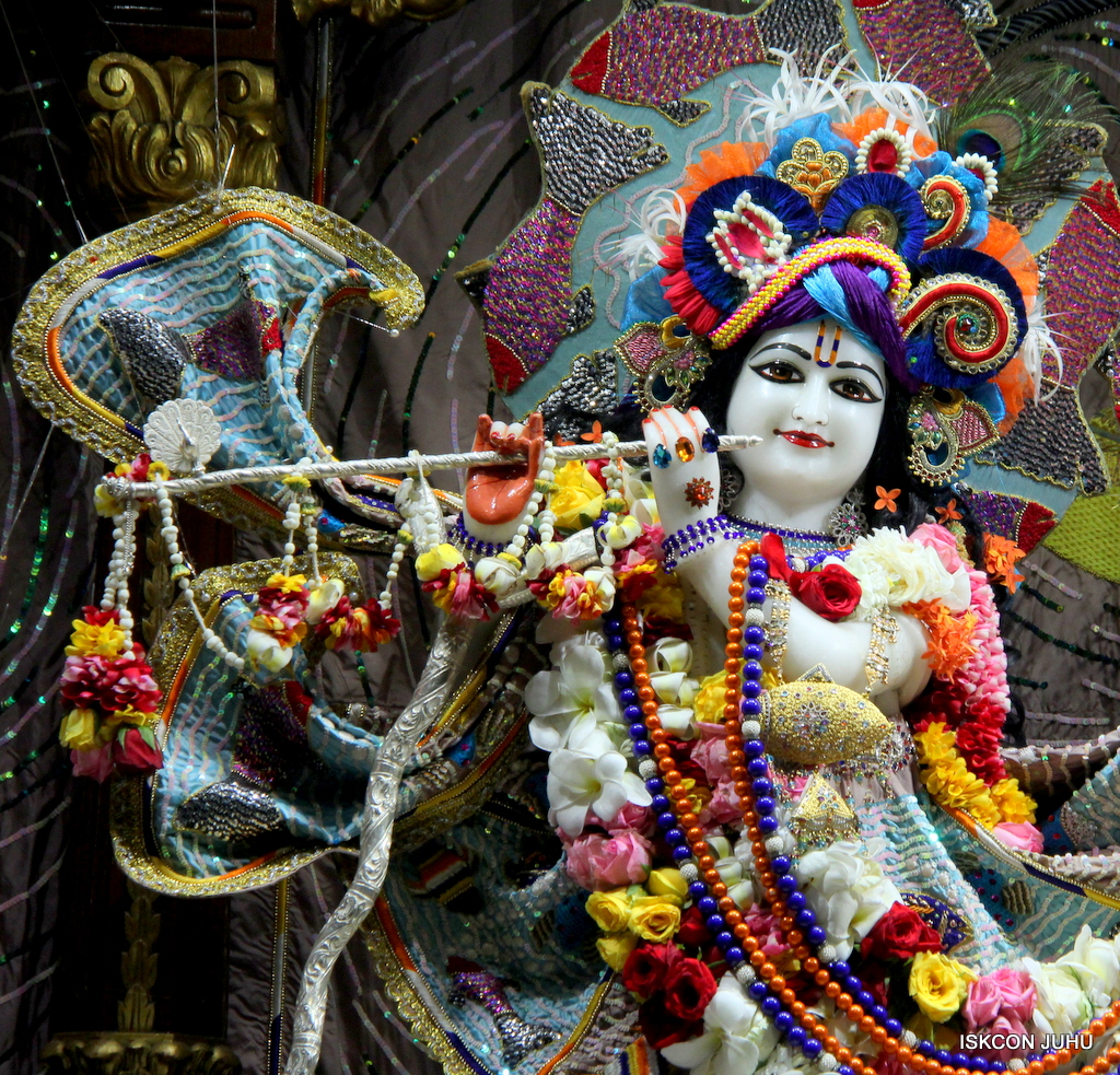 ISKCON Juhu Sringar Deity Darshan on 19th Oct 2016 (16)