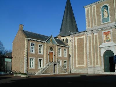 Zonhoven, oudste gemeentehuis, vlak naast de barok-kerk.