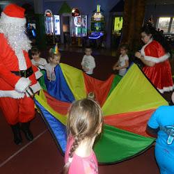 Zabawy z Mikołajem i Śnieżynkami oraz zajęcia plastyczne