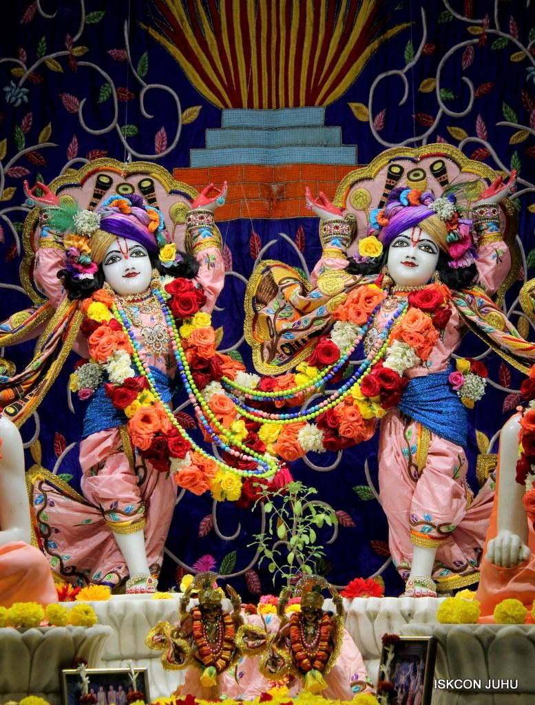 ISKCON Juhu Sringar Deity Darshan 10 Jan 2017 (68)