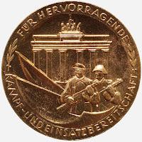 183f Verdienstmedaille der Kampfgruppen der Arbeiterklasse in Gold www.ddrmedailles.nl