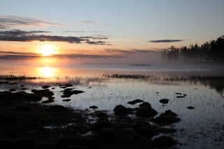Jutranje meglice nad jezerom
