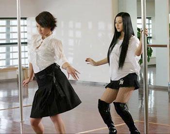 Người đẹp Phạm Băng Băng học múa cột sexy