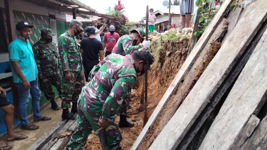 Sinergitas Babinsa Sepaku dan Pemerintah Desa Telemow Dalam Bergotong Royong