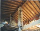 Un pilar house