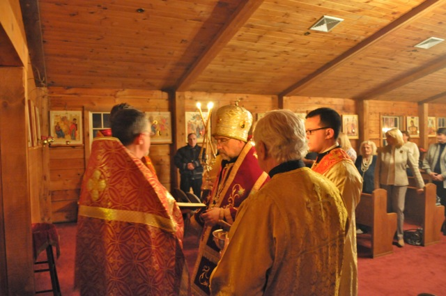 Bishop Michael prays before blessing the new icon of the Second-Coming of Christ.