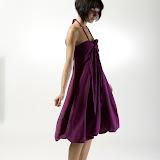 – F L O . R A - bábovička - střih bezezbytku ,material - bavlna, orientační cena šaty 2.500,-Kč