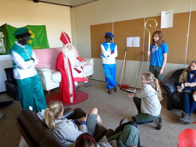 Sinterklaas op de scouts - 1 december 2013 - DSC00177.JPG