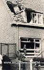 Een huis in Terbregge is tijdens een van de voedseldroppingen geraakt door een fosfor markeringsfakkel van de RAF.