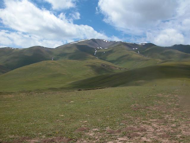 Au col du Dolon (3100 m) : vue l'Ouest, 15 juillet 2006. Photo : B. Lalanne-Cassou