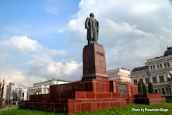 Lenin still has a commanding presence ... at some places at least