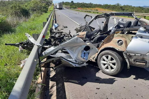 Cinco pessoas de uma mesma família morrem em acidente na BR-135 Montes  Claros, no Norte de Minas