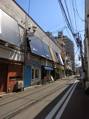 飲み屋がたくさん並んでる横浜野毛の飲み屋街