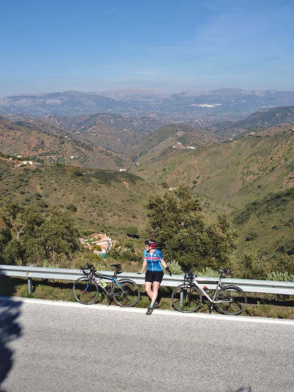Odihna, privind in departare spre muntii stancosi si arizi ai Spaniei.