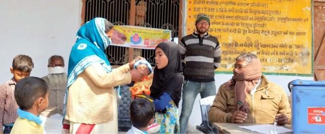 मदरसे में पिलायी गयी पोलियो ड्राप