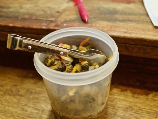 カウンター上に置かれた食べ放題のキューリのキューちゃん
