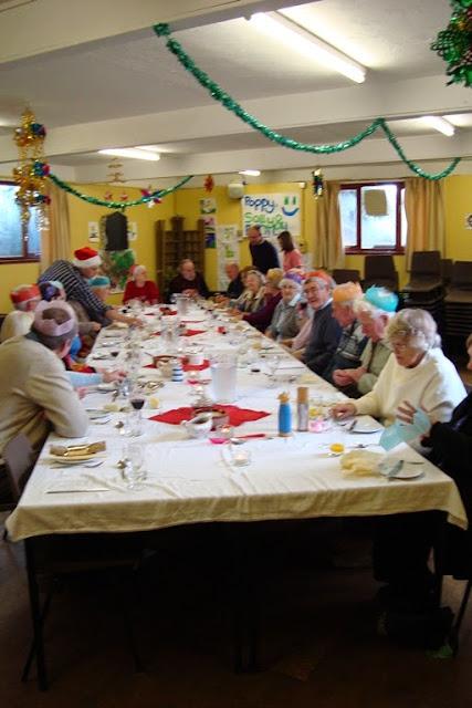 Pensioners Lunch - 12-12-2010 - WPL201008.jpg