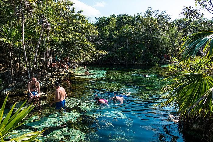 CenoteAzul04.jpg