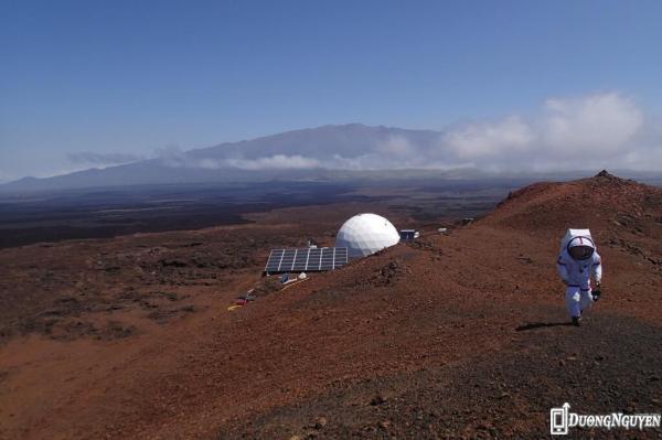 """""""Cá nhân tôi thấy rằng nhiệm vụ tới sao Hỏa trong tương lai là hoàn toàn khả thi."""" Theo nhà thiên văn – sinh học Pháp Cyprien Verseux, một thành viên nhóm thí nghiệm."""
