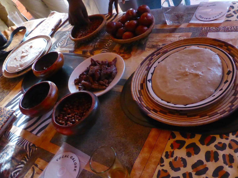 Afrikaans eten proeven tijdens de township tour door Mondesa, Swakopmund
