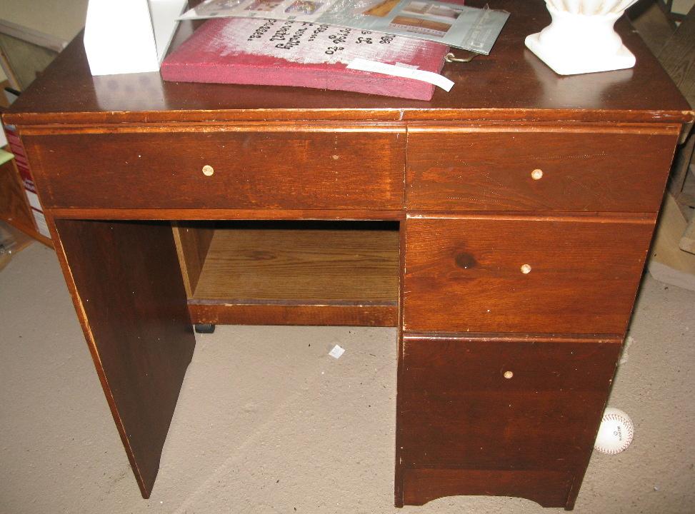 kammy 39 s korner the passed down desk. Black Bedroom Furniture Sets. Home Design Ideas