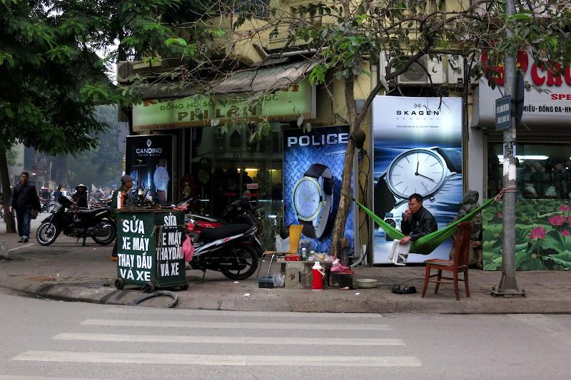 Man resting in a green hammock, Nguyễn Thái Học street