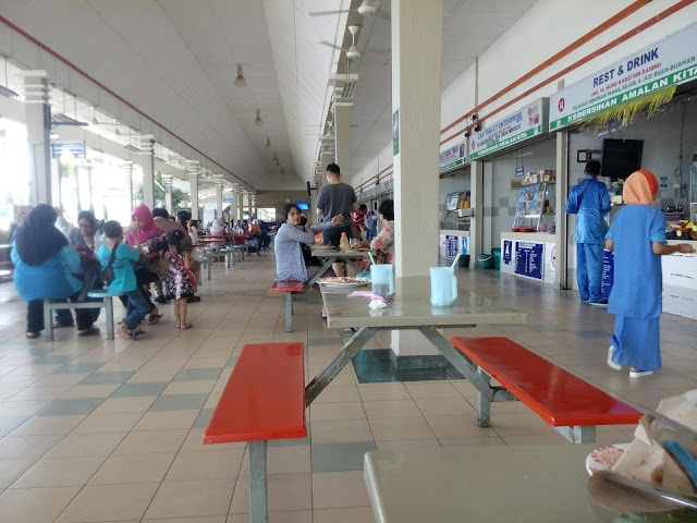 Picture of the atmosphere at Rehat & Rawat Gambang Arah Timur which is relatively quiet on Eid. Better be prepared with your own food supply, which knows bad luck, eateries and drinks are not open.
