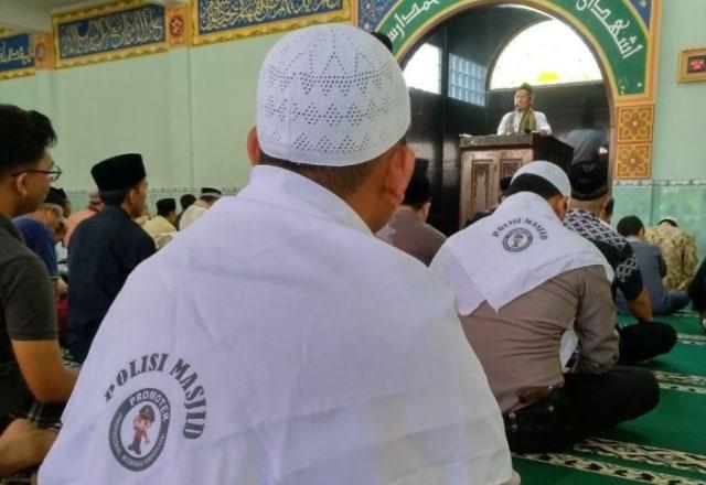 Ramai Imbauan Wapres Awasi Pendakwah, Beredar Foto Polisi Masjid