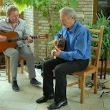 tijdens het bekijken van de tentoonstelling, werd men muzikaal onthaald door het duo Symbiose