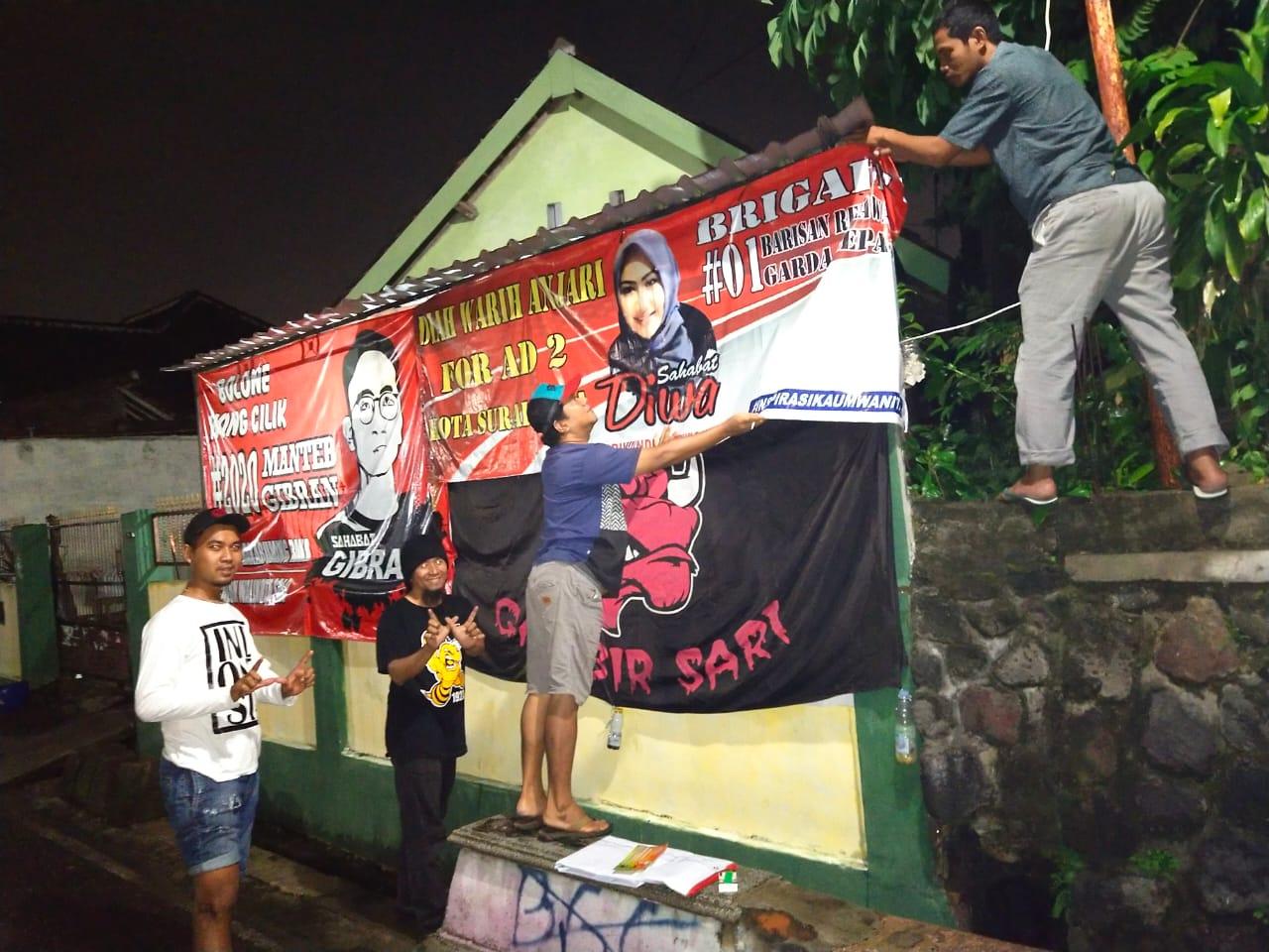 Warga Sukarela Pasang Banner Calon Pasangan Gibran - Diah Warih Bertebaran di Kota Solo