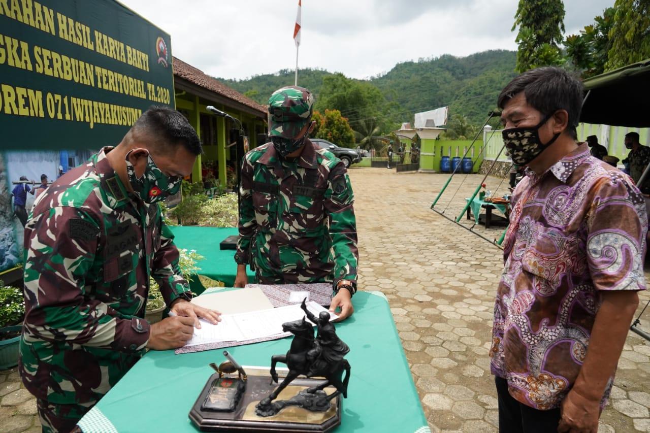 Danrem 071/Wijayakusuma Serahkan Hasil Karya Bakti Serbuan Teritorial Kepada Masyarakat