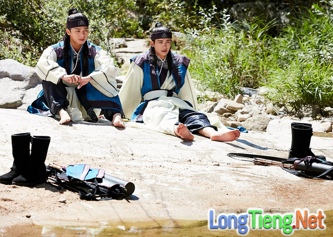 Hwarang: Vừa nói yêu Go Ara, Park Seo Joon lĩnh ngay một mũi tên chí mạng - Ảnh 18.