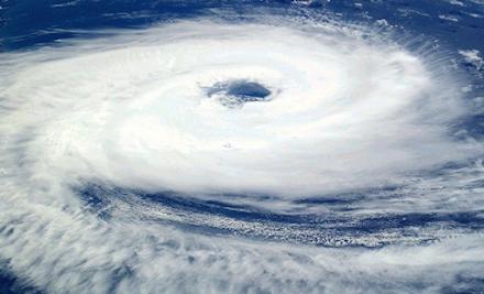 """Ο τυφώνας Άιντα αναμένεται να φτάσει σε τυφώνα κατηγορίας 4 - Τι σημαίνει ο όρος """"ταχεία εντατικοποίηση""""  μίας τροπικής καταιγίδας;"""