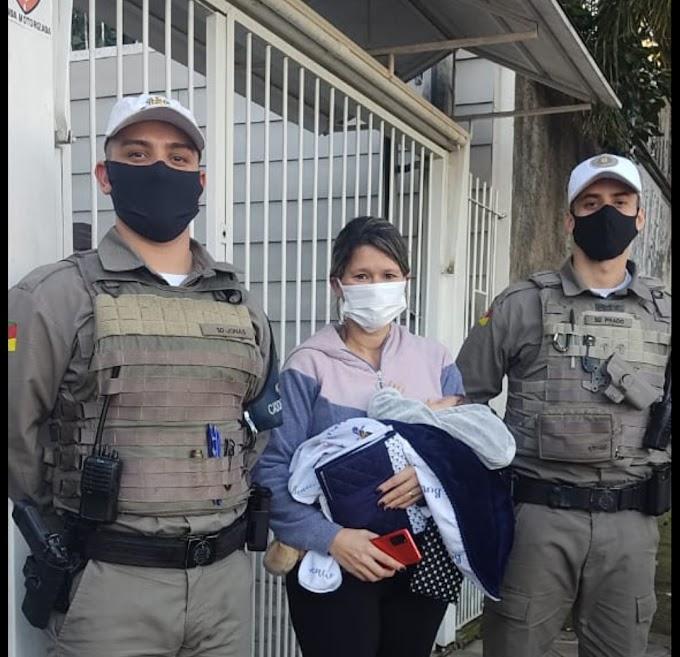 Bebê de 1 mês de vida é salvo por Brigadianos em Cachoeirinha
