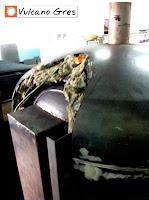 Detalle del forrado de la cúpula del horno con varias capas de materiales aislantes.