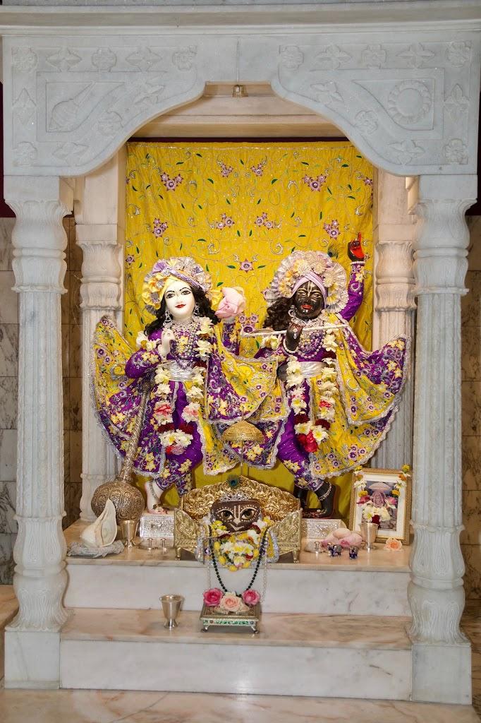 ISKCON New Govardhana Deity Darshan 22 Dec 2016 (26)