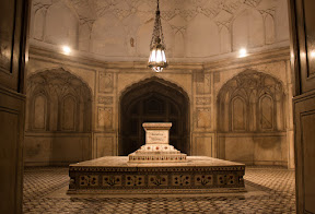 Burial chamber, Jahangir's Tomb