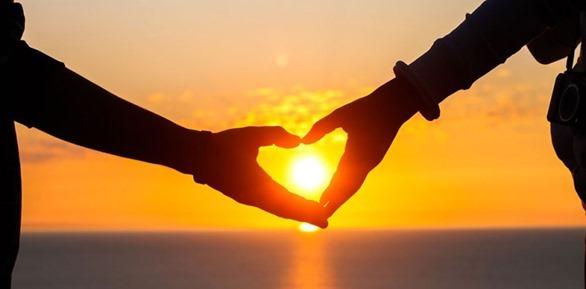 lovers-hand-heart-ocean-sunset