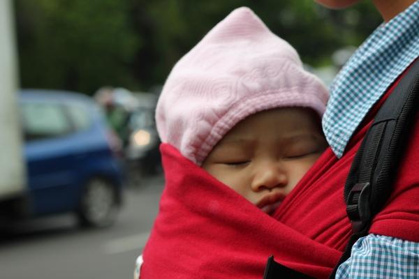 Bayi Jalan Jalan