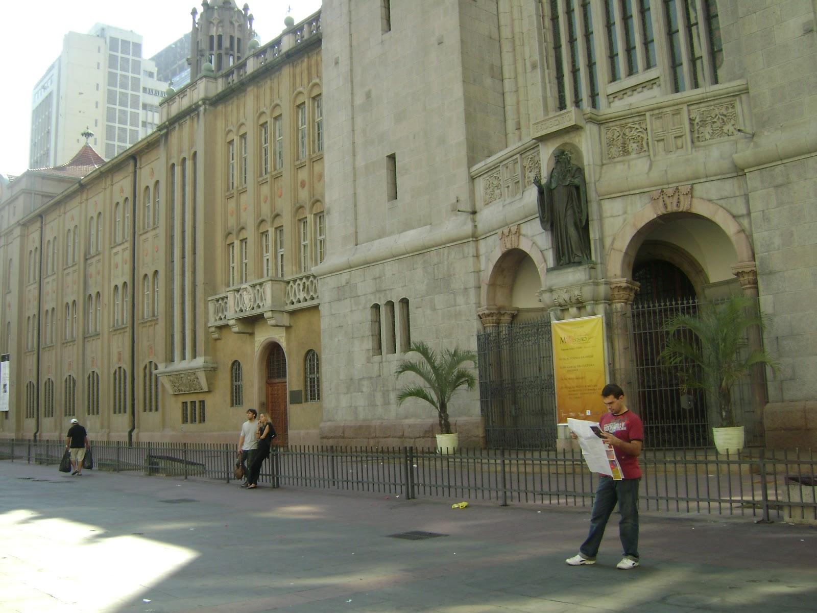 95fe7f43a A partir da estação de metrô da Luz, pode-se ir à Sala São Paulo. A atual  sede da Orquestr Sinfônica de Sâo Paulo foi construída para ser uma grande  estação ...