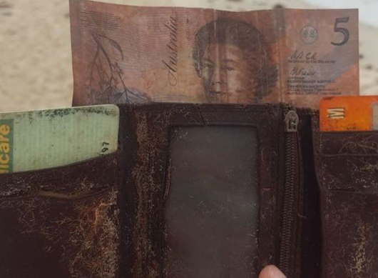 Man get back Wallet that he lost 26 years before